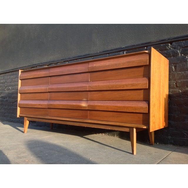 Mid Century Walnut Lane Furniture Dresser - Image 4 of 8