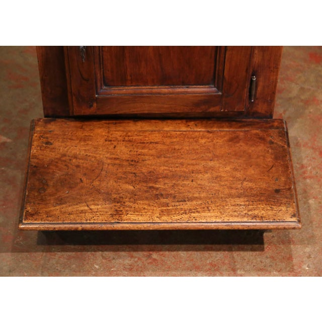 Wood Mid-19th Century French Louis XIII Carved Walnut Prie-Dieu Prayer Kneeler For Sale - Image 7 of 13