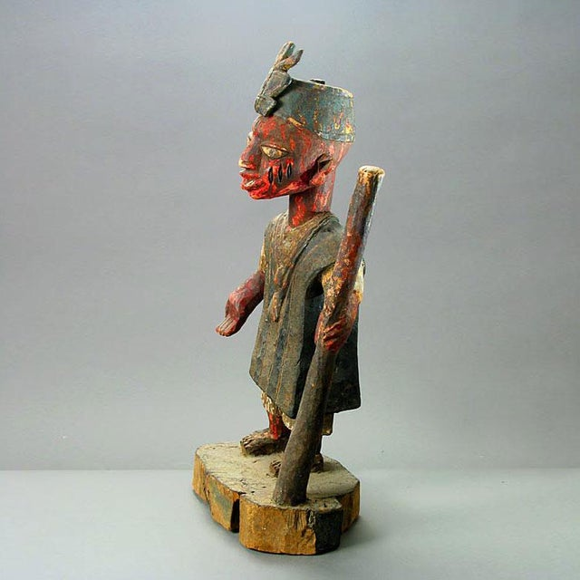 Please update measurements. This striking piece is a representation of an oba, the hereditary kings of the yoruba polity....