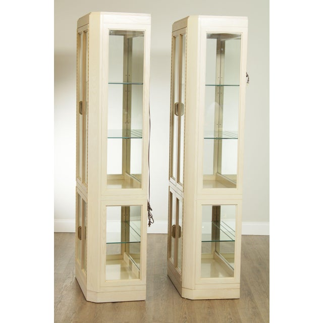 American of Martinsville American Of Martinsville Modern Pair Lighted Curio Display Cabinets For Sale - Image 4 of 13