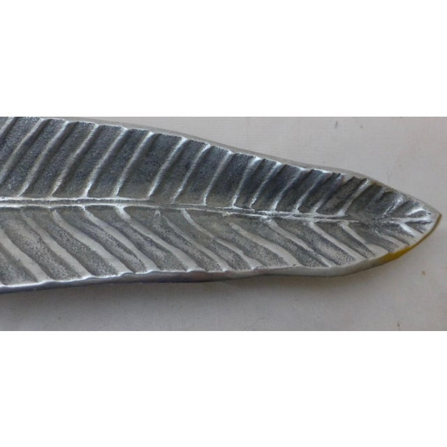 Wow. The true beauty of this aluminum tray is how lifelike the leaf is portrayed! Super huge size, we love the organic...