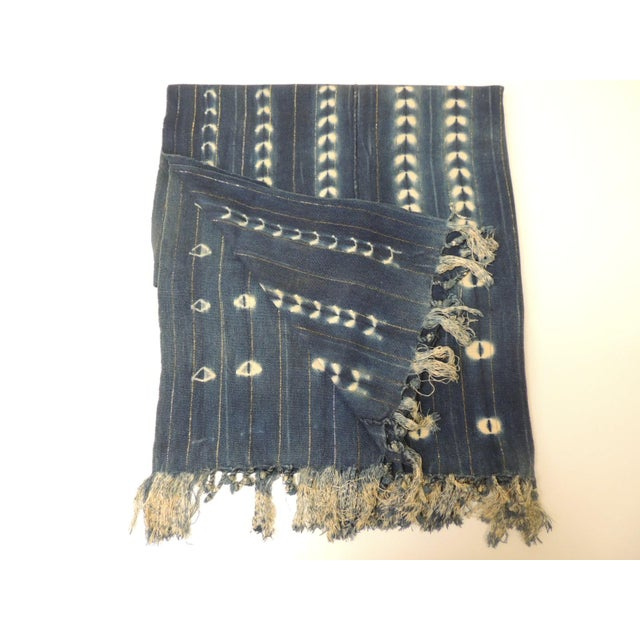 1980s Vintage African Blue and White Yoruba Reversible Artisanal Cloth With Fringes For Sale - Image 5 of 5