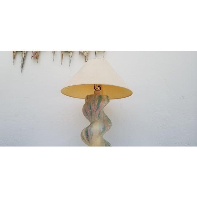 1970s Vintage Michael Taylor Spiral Column Plaster Table Lamp For Sale - Image 10 of 11