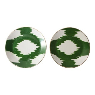 1910s Turkish Green Ikat Porcelain Chargers - a Pair For Sale
