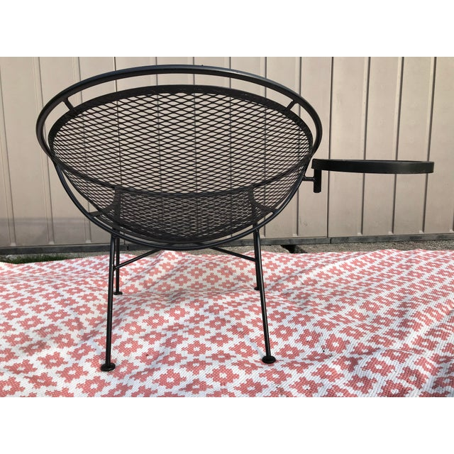 Salterini 1950s Salterini Tempestini Radar Space Age MCM Mid-Century Modern Wrought Iron Lounge Patio Chairs- a Pair For Sale - Image 4 of 13