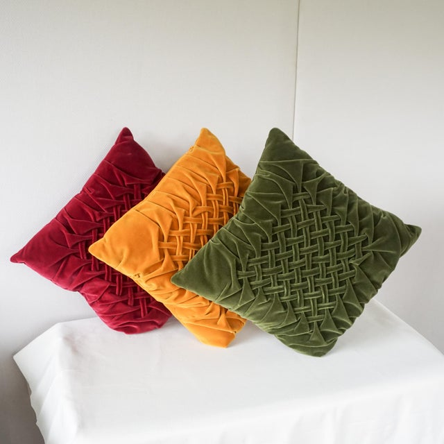 1980s Velour Lattice Pattern Pleated Pillows - Set of 3 For Sale - Image 5 of 9