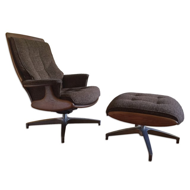 Heywood Wakefield Lounge Chair and Ottoman For Sale
