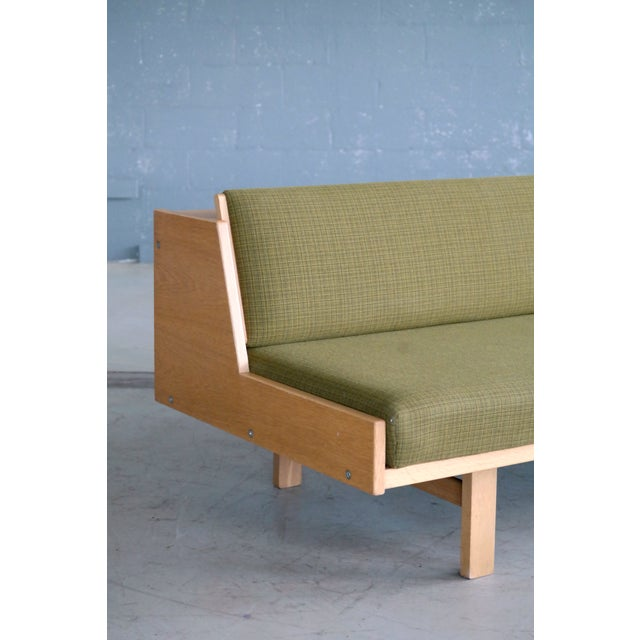 Mid-Century Modern Hans Wegner Daybed Model 258 for Getama Danish Mid-Century For Sale - Image 3 of 10