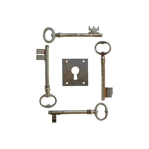 French Skeleton Keys & Escutcheon - Set of 5 - Image 2 of 3