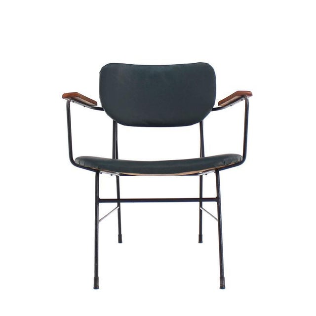 Very nice rare modernist design Mid-Century Modern dining side armchair.