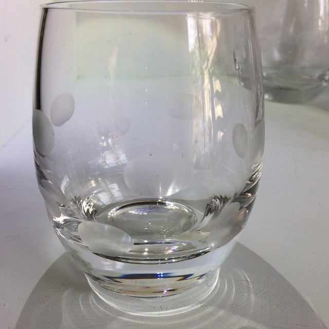 1970s Mid-Century Modern Style Crystal Roly Poly Heavy Bottom Whiskey Glasses With Etched Polka Dots - Set of 6 For Sale - Image 5 of 13