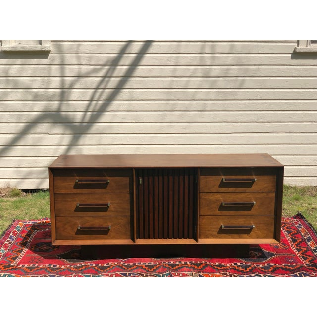 Altavista Lane 1970s Mid Century Lane 'Tower Collection' Rosewood Credenza For Sale - Image 4 of 13