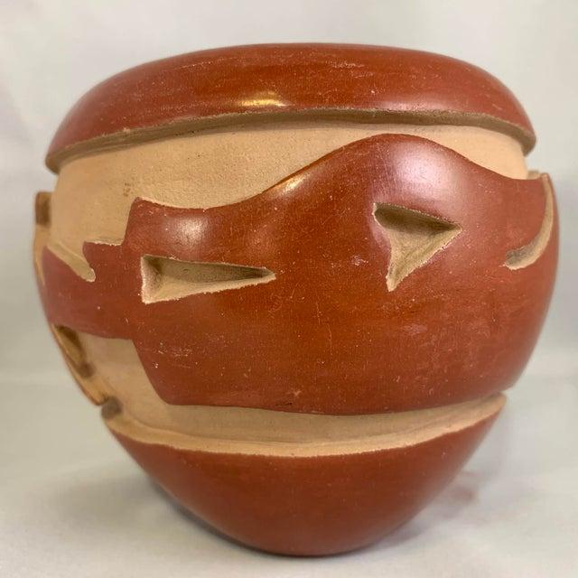 Tribal Southwest Mida Tafoya Redware Jar With Carved Avanyu Design For Sale - Image 3 of 13