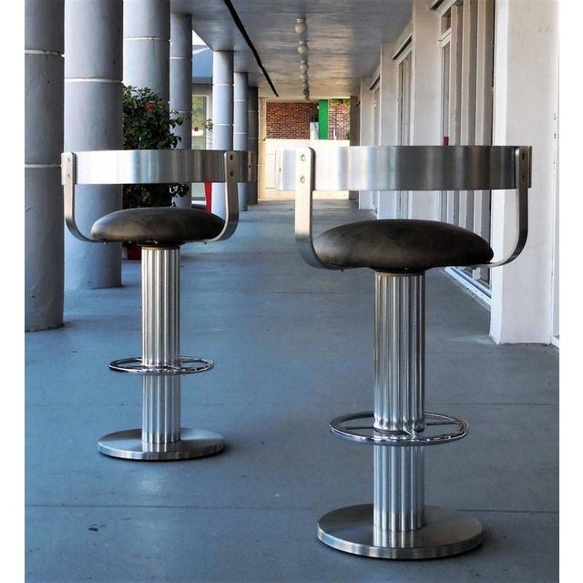 A Pair of Design For Leisure Swivel Leather Bar Stools For Sale In Miami - Image 6 of 7