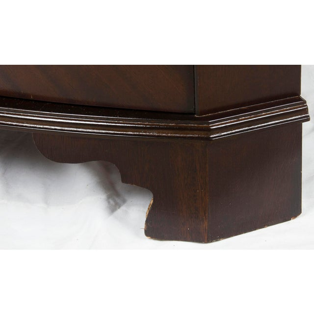 Glass 1960s Georgian Mahogany Narrow Bow Front Corner Cabinet Cupboard For Sale - Image 7 of 12