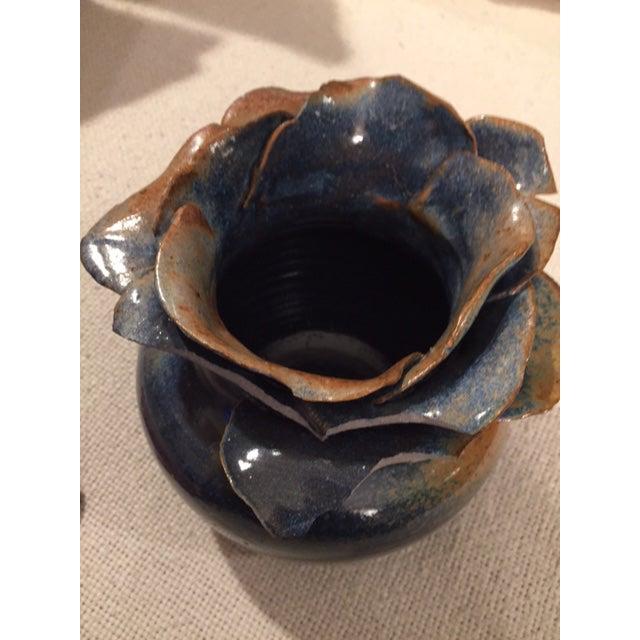 Petal Top Pottery Vase - Image 6 of 7