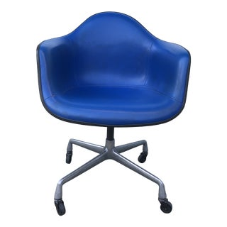 1960's Eames Herman Miller Bucket Chair For Sale