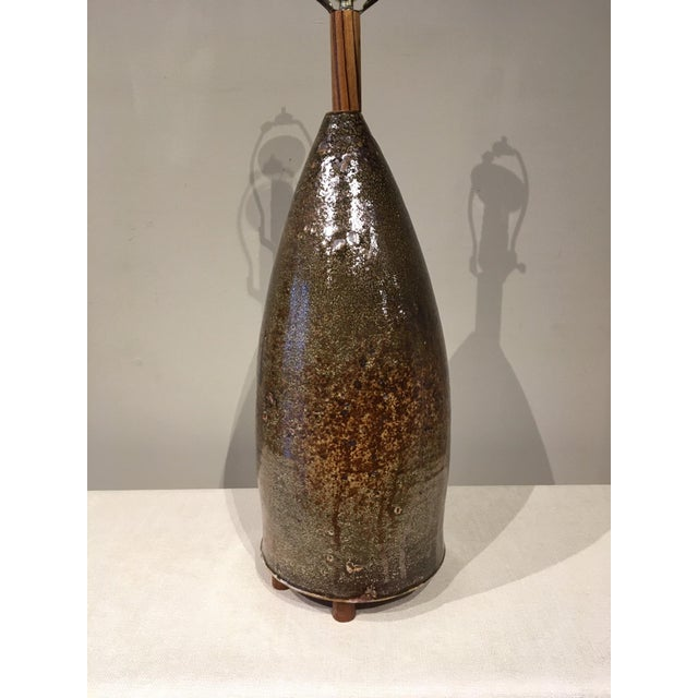 Mid-Century Modern Mid 20th Century Earth Tone Ceramic Lamp For Sale - Image 3 of 10