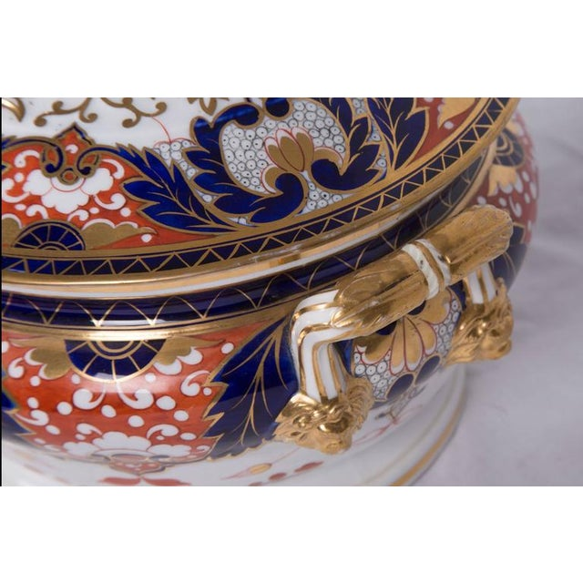 English Traditional 19th Century Crown Derby Circular Tureen For Sale - Image 3 of 7