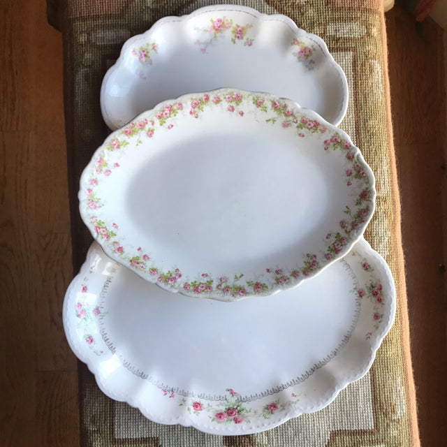 These delightful platters will serve up cookies and treats, adorn a cottage dresser or buffet, or display beautifully on a...