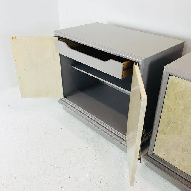 Mid-Century Modern Pair of Mastercraft Bachelor Burl and Lacquer Cabinets For Sale - Image 3 of 13