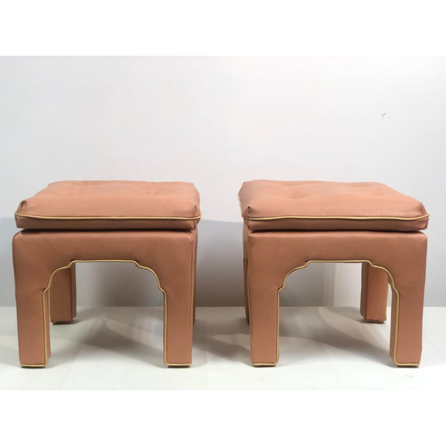 1970s Vintage Hollywood Regency Billy Baldwin Pink Upholstered Ottoman Set- a Pair For Sale - Image 5 of 11