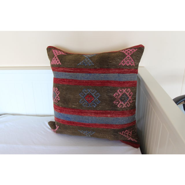 20 Inched Large Vintage Turkish Handmade Wool Large Pink Kilim Pillowcase For Sale In Chicago - Image 6 of 7