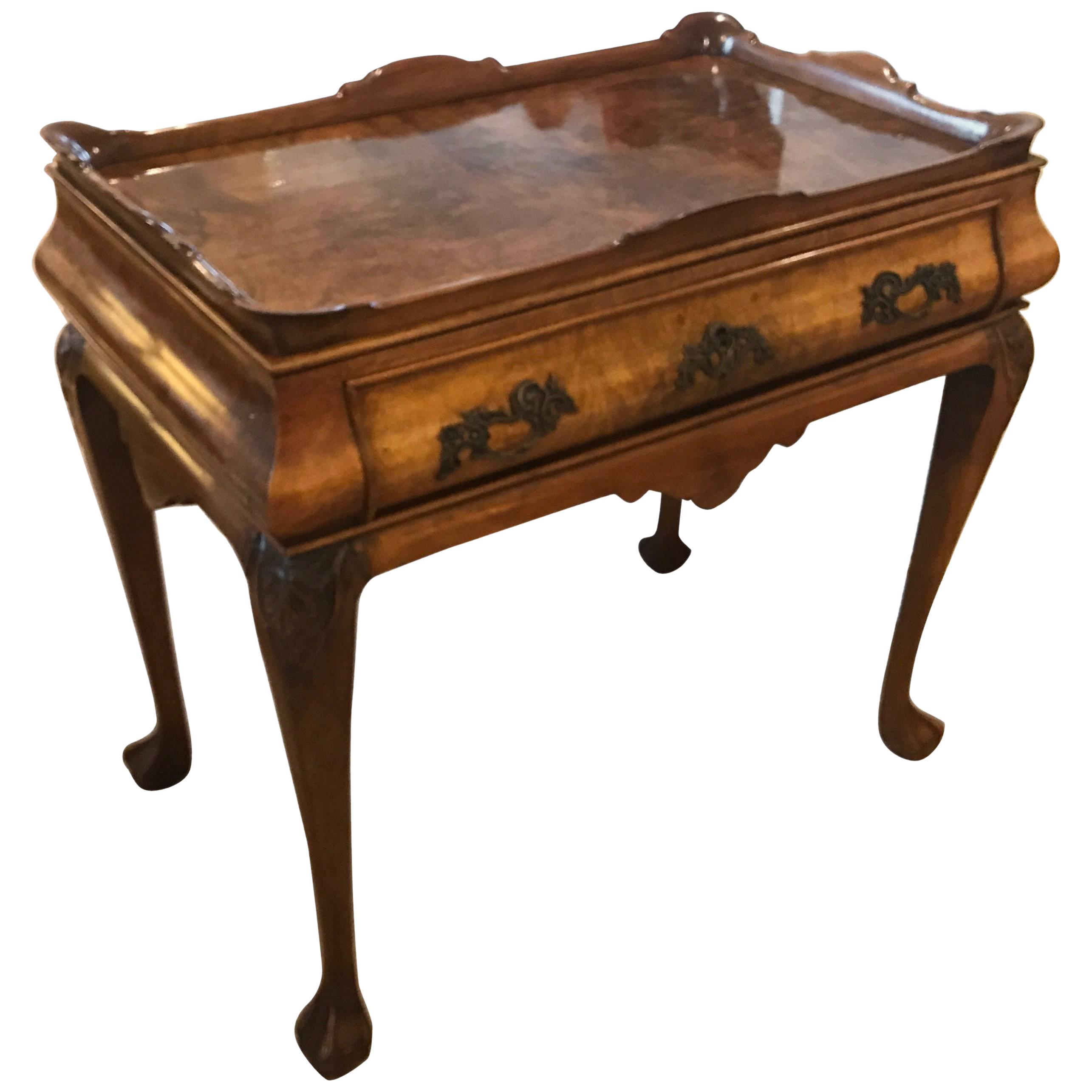 Exceptionnel Queen Anne Walnut Gallery Top Tea Table