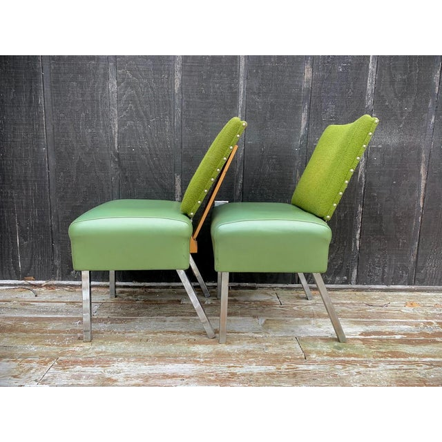 Set of 2 adjustable 1950s/60s avocado green chairs that were made by Lloyd Table Company. These chairs have the original...