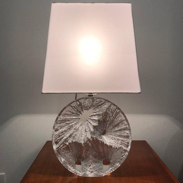 Transparent 1960 Daum Crystal French Table Lamp For Sale - Image 8 of 11