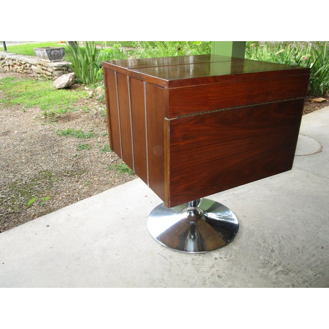1978 Vintage Lane Danish Modern Style Mid Century Walnut Pedestal Swivel Bar For Sale In Savannah - Image 6 of 11