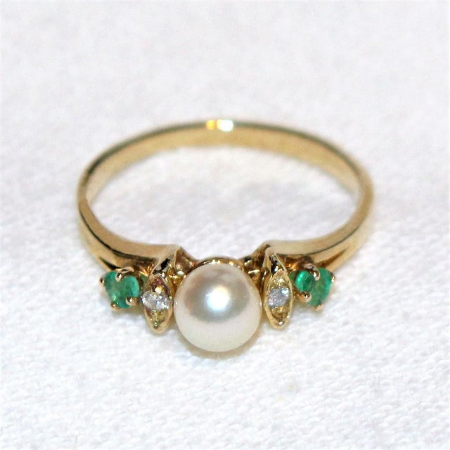 14k Gold Pearl, Diamond and Emerald Ring For Sale - Image 4 of 5