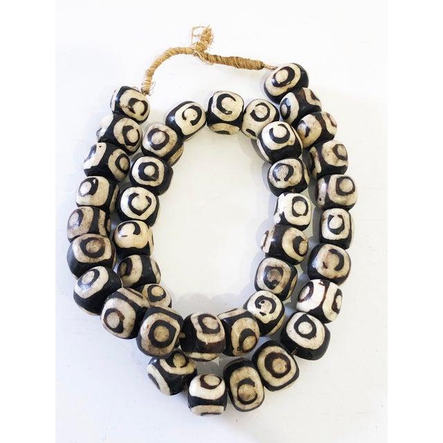 "1970s African Jumbo Bone Trading Beads 30"" For Sale - Image 5 of 8"