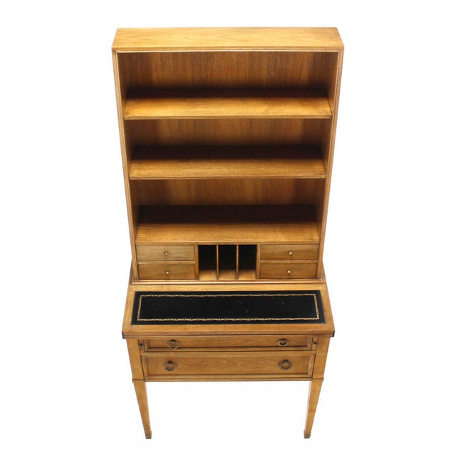 Nice modern design Baker secretary with leather pull out desk. Made in the early 20th century.