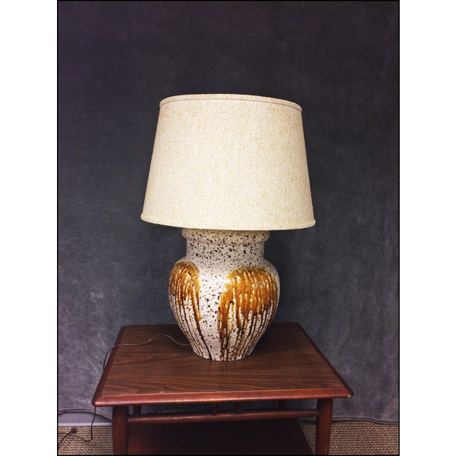 Mid-Century Modern Art Pottery Table Lamp - Image 4 of 11