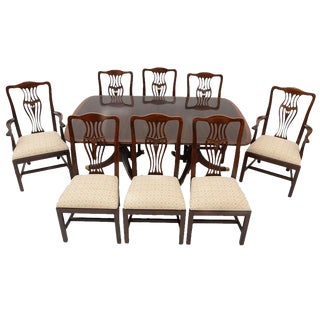 Georgian Henredon Banded Duncan Phyfe Table and Eight Chairs - 9 Pieces For Sale