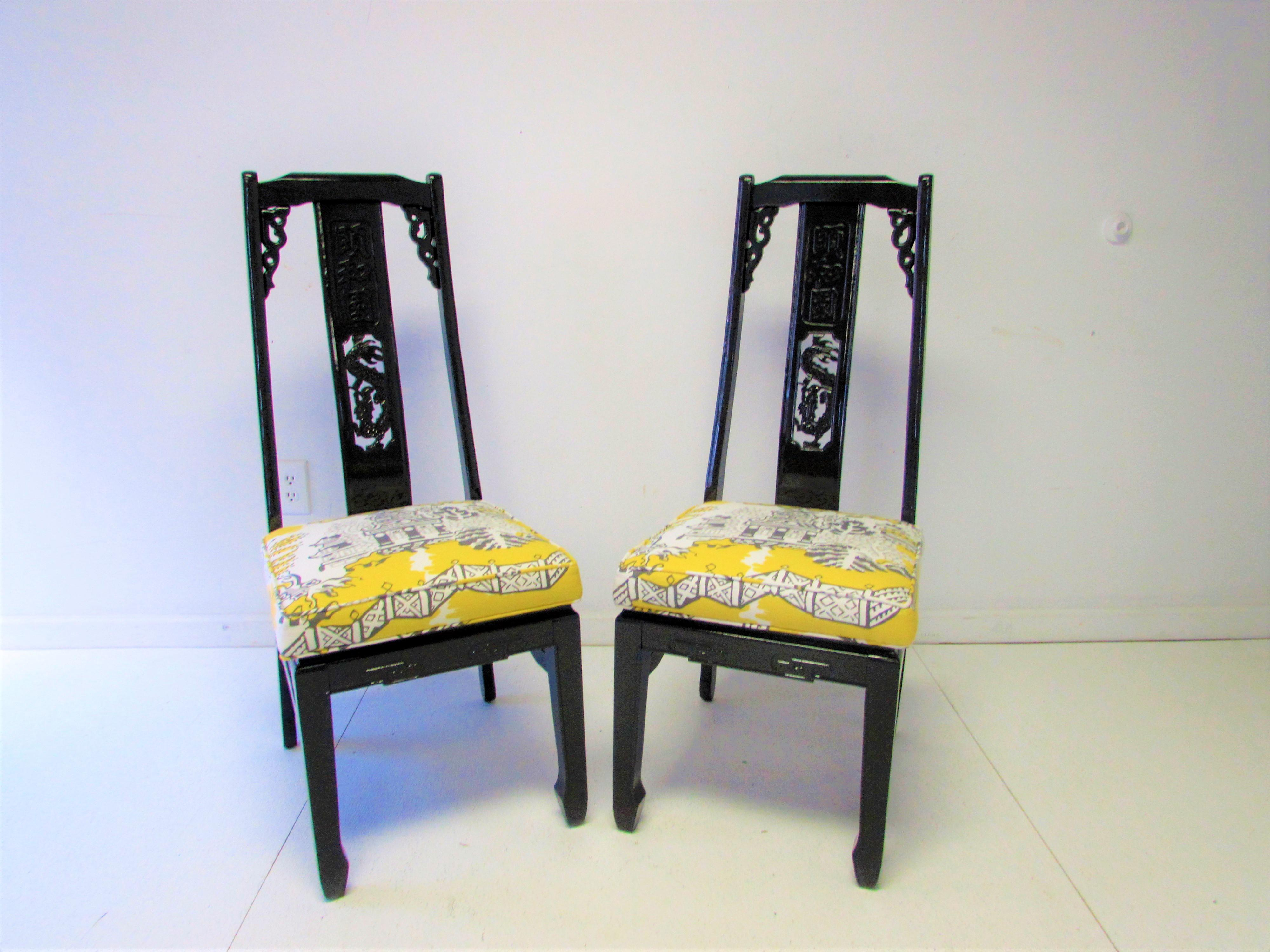 Superbe Set Of Eight Vintage Asian Inspired Dining Chairs With A Splat Back Carving  In