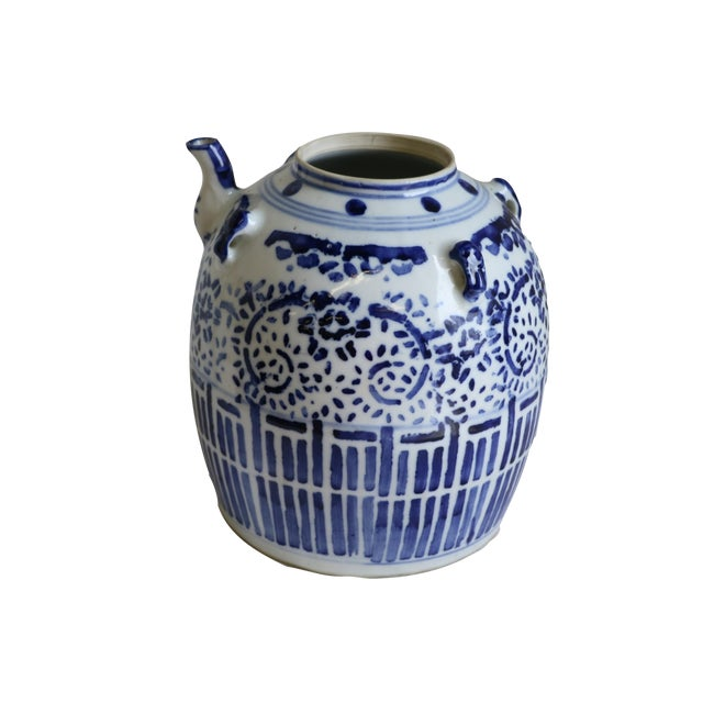 A Chinese Porcelain Wine Pot - Image 1 of 7
