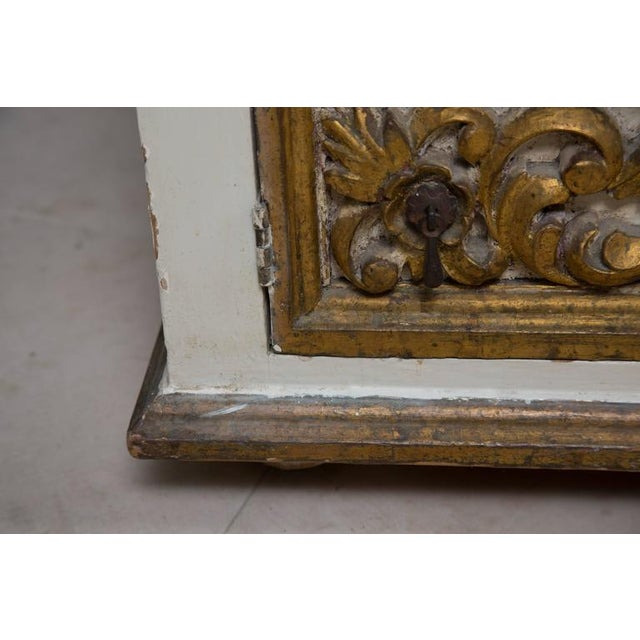 Pair of Italian White and Parcel-Gilt Chests For Sale In West Palm - Image 6 of 11