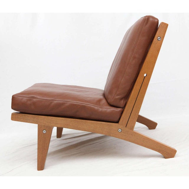Tan Pair of Hans Wegner GE-375 Lounge Chairs For Sale - Image 8 of 10