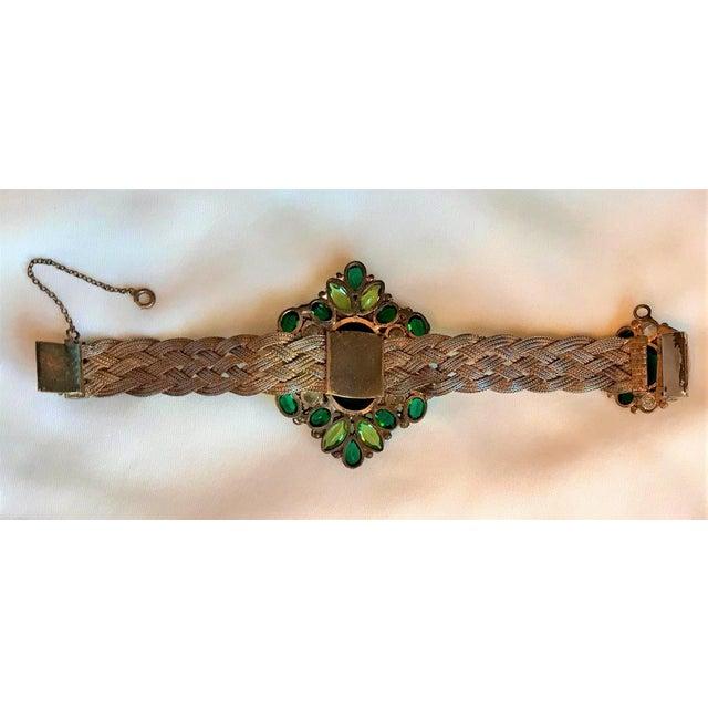 1940s 1940s Hobé Emerald Green Jeweled Bracelet For Sale - Image 5 of 7