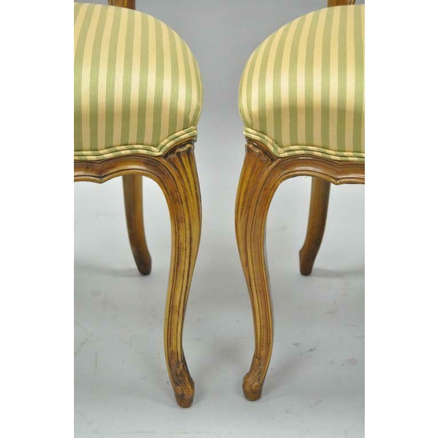 1950s Vintage French Provincial Triple Oval Pretzel Back Walnut Dining Chairs- Set of 6 For Sale In Philadelphia - Image 6 of 11