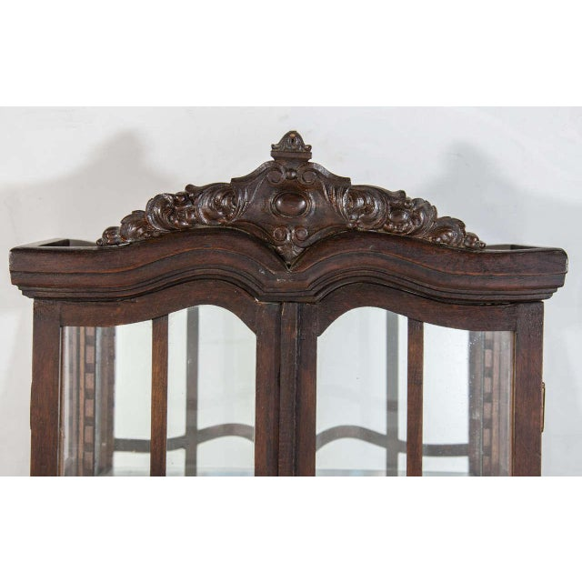 Victorian Antique Curio Cabinet with Hand Carved Wood Designs - Image 3 of 8 - Excellent Victorian Antique Curio Cabinet With Hand Carved Wood