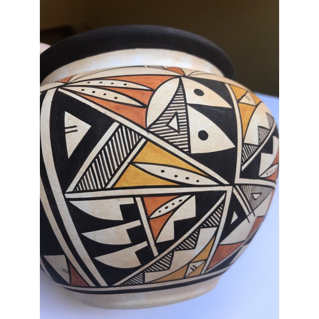 "Native American Acoma Pueblo Pottery, Westly Bagaye ""Quail"" For Sale - Image 3 of 11"