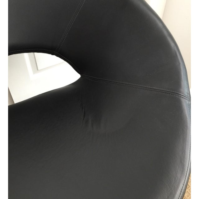 Modern Sculptural Spiral Leather Ribbon Lounge Chair After Louis Durot For Sale - Image 3 of 7
