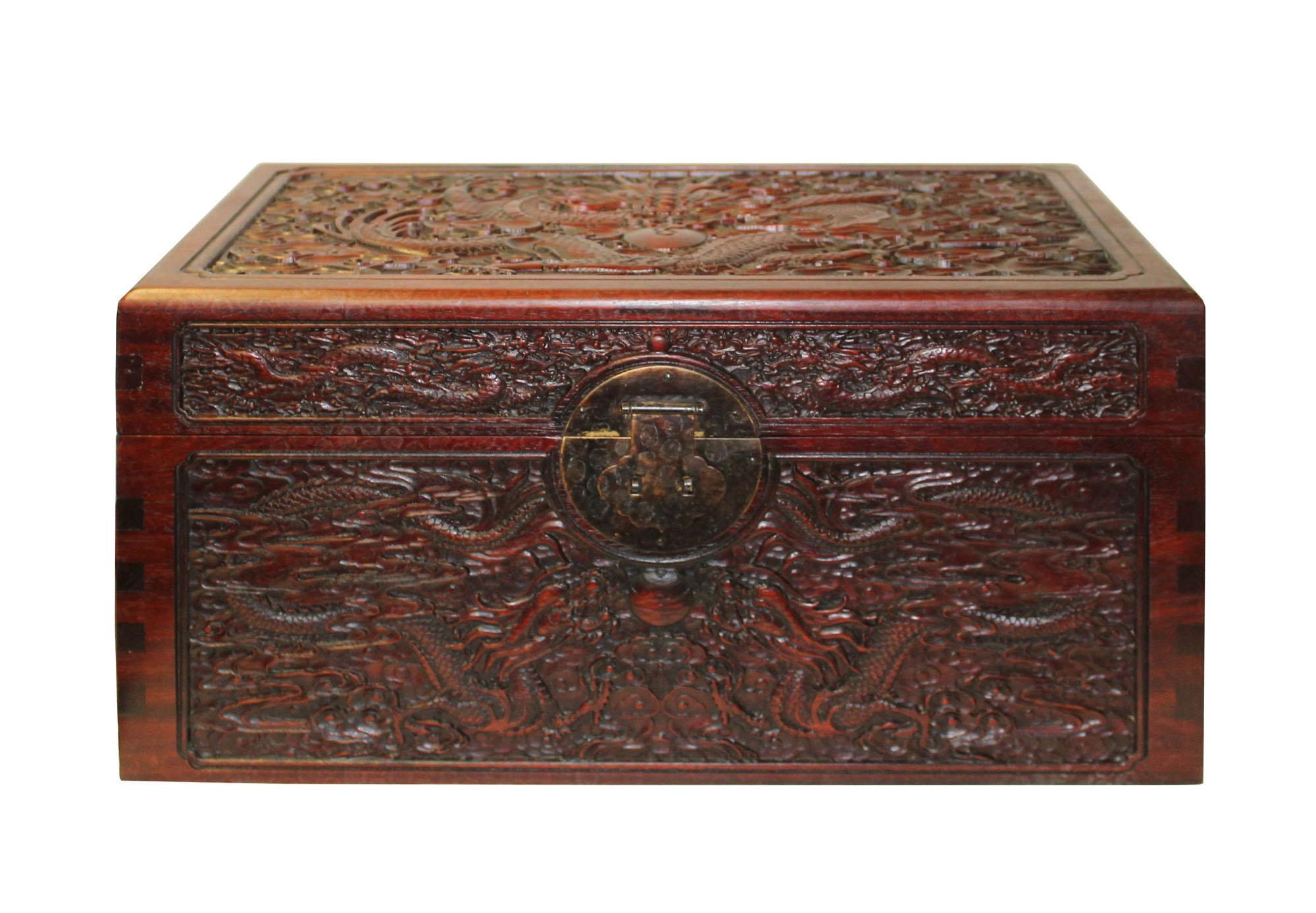 Merveilleux Chinese Reddish Brown Relief Dragons Motif Rectangular Storage Box Chest