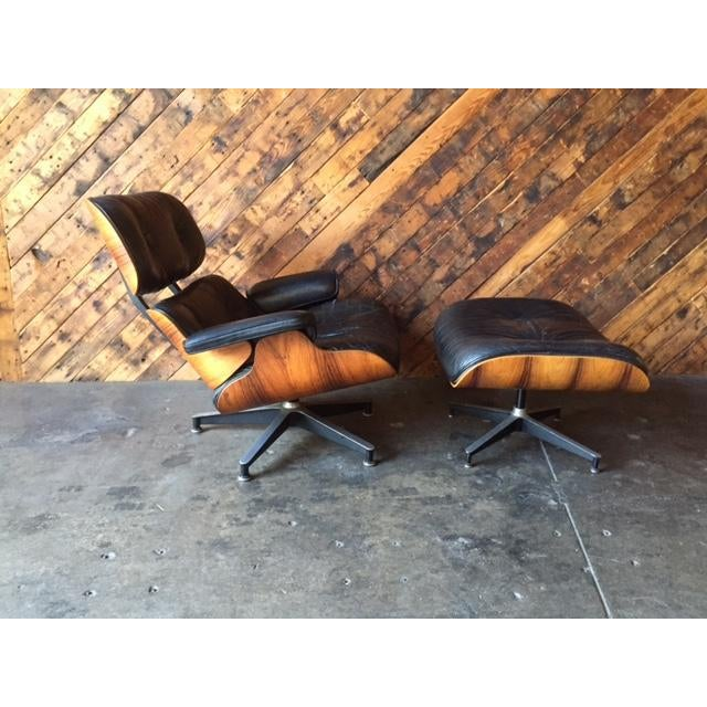 Mid-Century Modern Original Eames Herman Miller 1975 Rosewood Leather Chair with Ottoman For Sale - Image 3 of 11