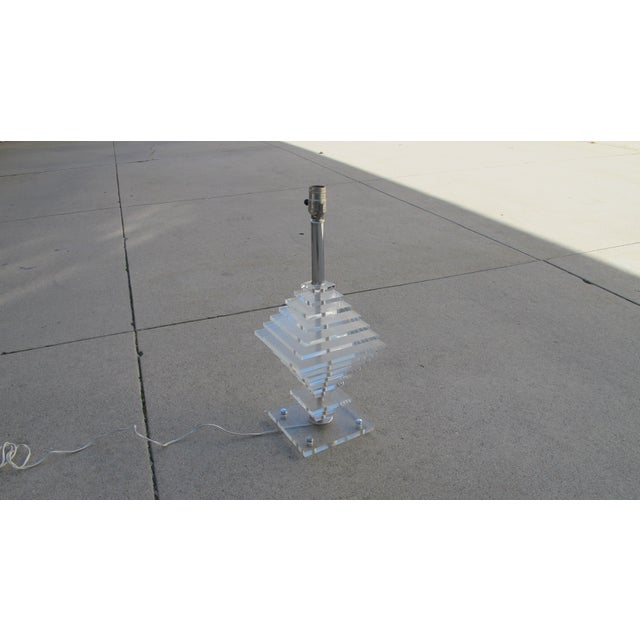 1960s Geometric Pattern Lucite Lamp - Image 5 of 5