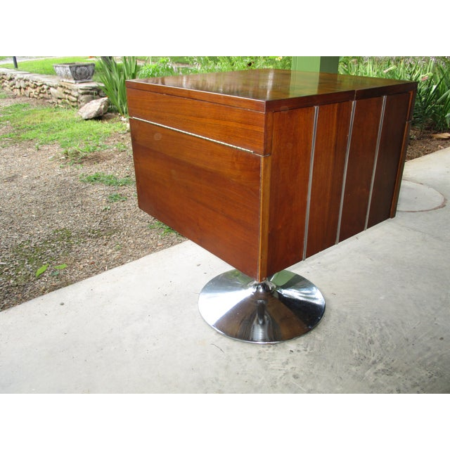 Lane Furniture 1978 Vintage Lane Danish Modern Style Mid Century Walnut Pedestal Swivel Bar For Sale - Image 4 of 11