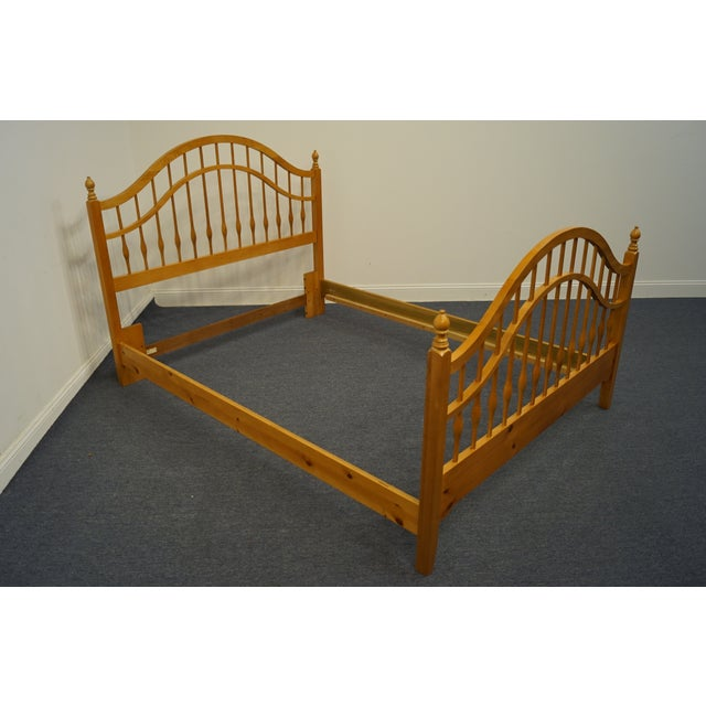 American Vintage Thomasville Furniture Solid Knotty Pine Queen Size Spindle Bed For Sale - Image 3 of 10